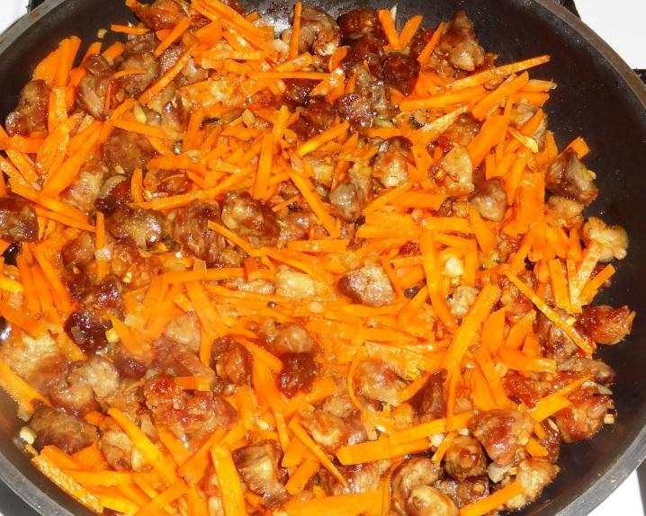 Гнезда с мясом и овощами