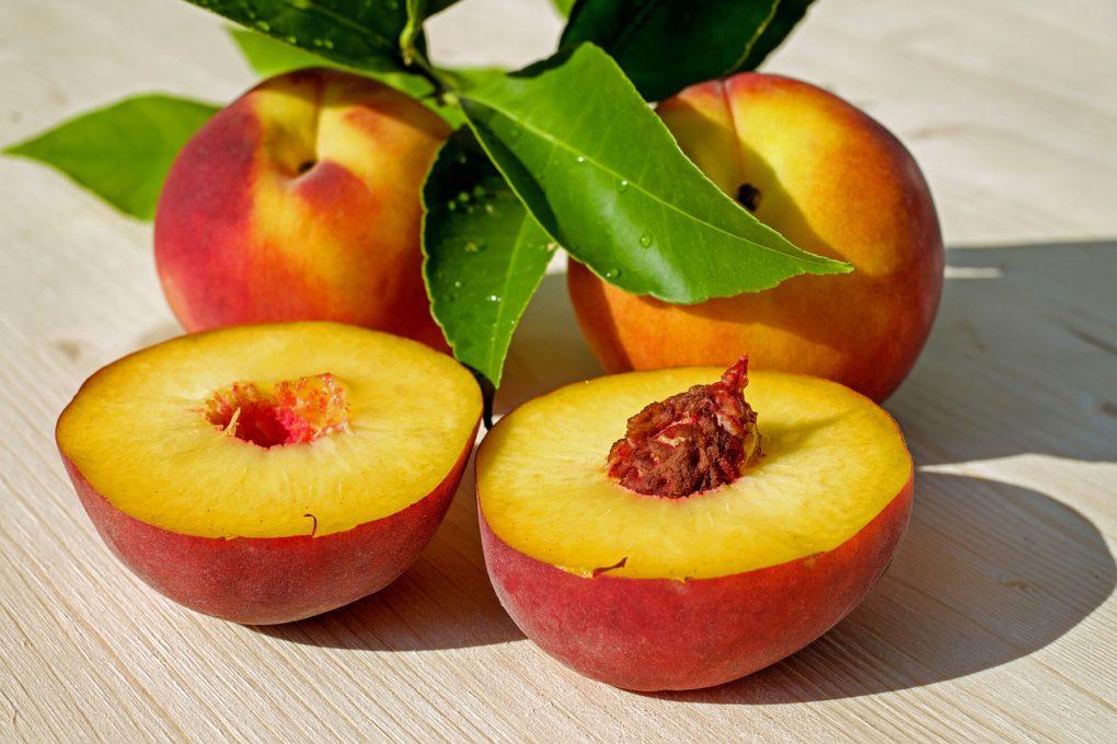 Фруктовый коктейль с персиками
