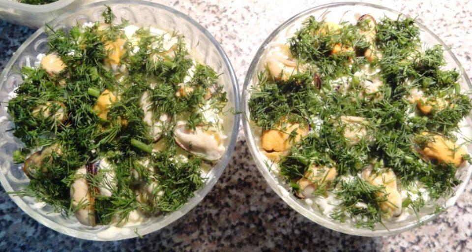 крабовый салат с мидиями